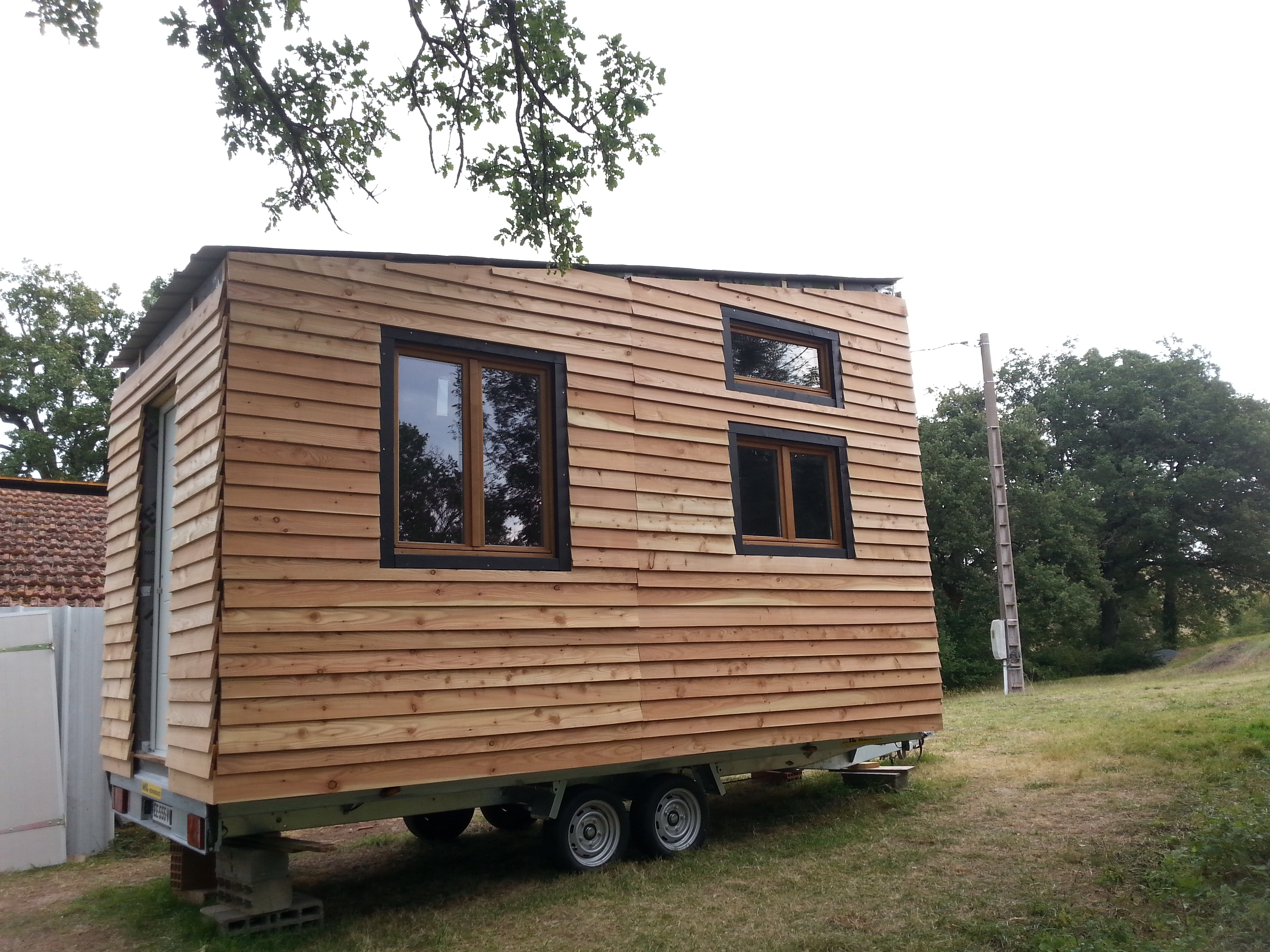 il construit sa propre maison sur roues une tiny house ma tiny house. Black Bedroom Furniture Sets. Home Design Ideas