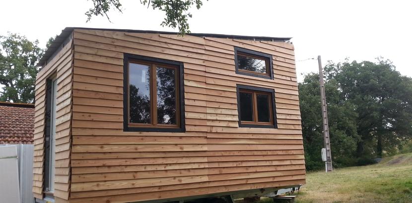 il construit sa propre maison sur roues une tiny house ma tiny house. Black Bedroom Furniture Sets. Home Design Ideas